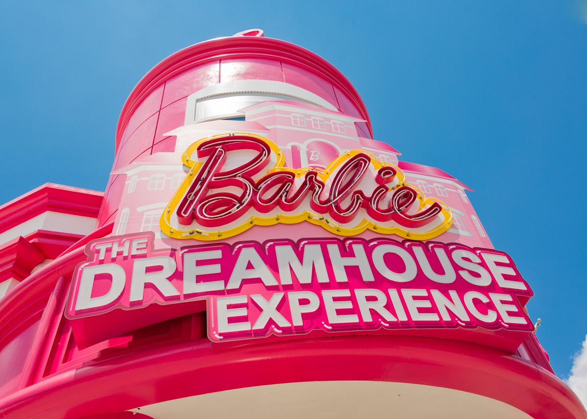 Barbie își închiriază casa din Malibu!